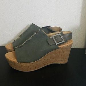 Marc fisher leather olive green platform sandels 9